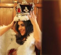 La regina d inghilterra vuole il figlio di kate middleton for Quanto costa la corona della regina elisabetta